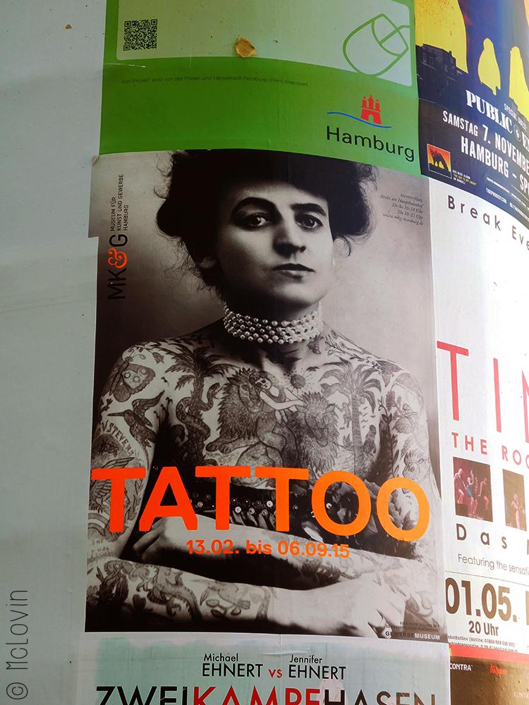 L'affiche de l'exposition Tattoo au Museum für Kunst und Gewerbe d'Hambourg