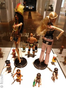 Barbies et Playmobils tatoués