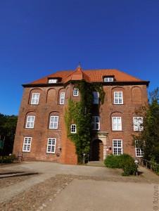 Arrivée par la grande entrée au château d'Agathenburg