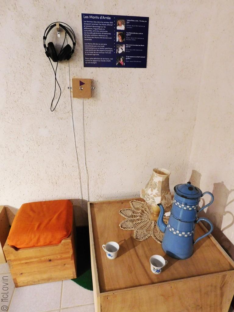 Ambiance café dans la 3ème partie de l'exposition
