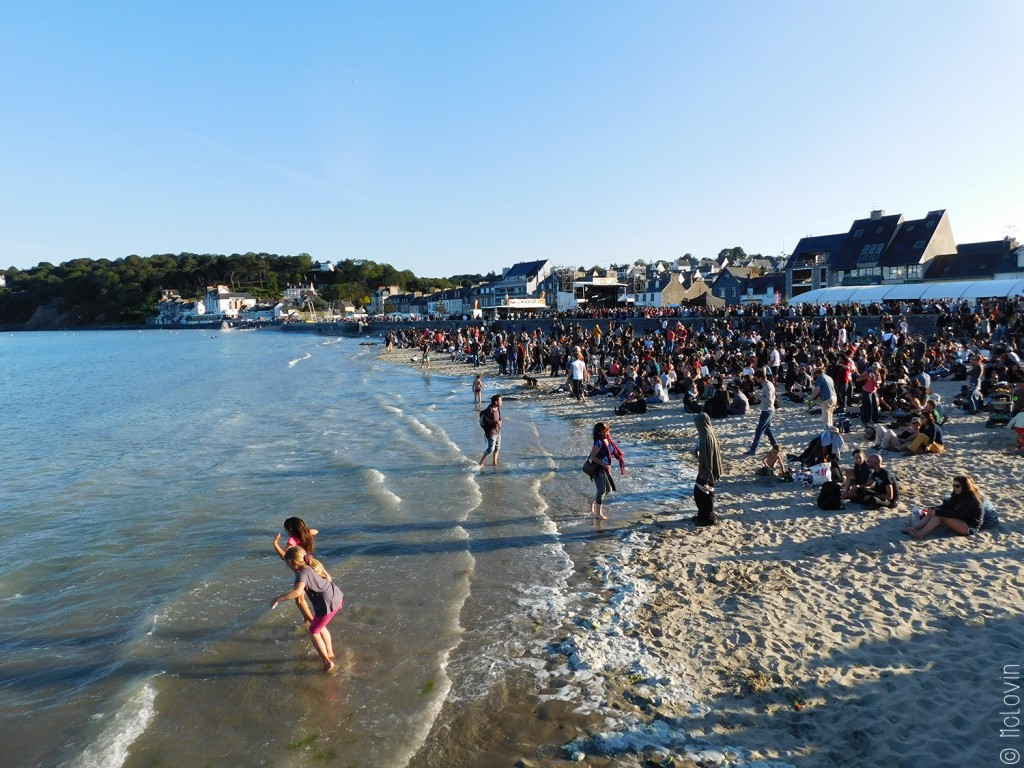 Concert du Binic Folks Blues Festival au dessus de la plage
