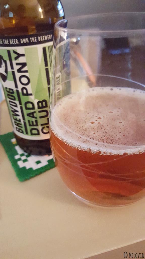 La Dead Pony Club, bière American Pale Ale de la brasserie BrewDog servie en verre