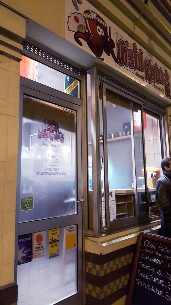 Devanture du restaurant japonais de takoyakis et okonomiyakis Oïshi Kata à Rennes