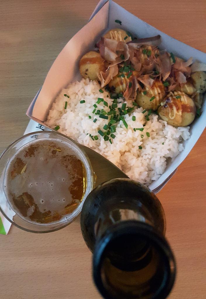 Takoyaki et bière Asahi du restaurant japonais Oïshi Kata de Rennes