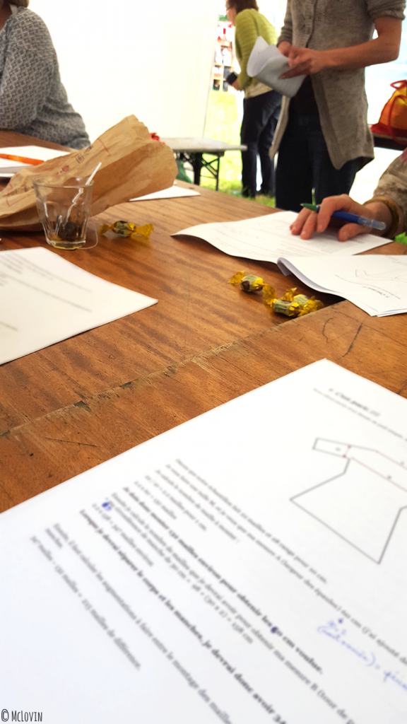 """Atelier de création de patrons en tricot par Marion Knits au festival """"Des Fibres aux Fils"""" en Bretagne, dans les Monts d'Arrée"""