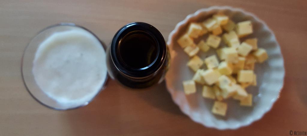 Bière ambrée Lunik de la brasserie de la Pleine Lune avec bouteilles et gouda au cumin
