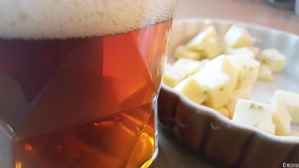Bière ambrée Lunik de la brasserie de la Pleine Lune avec du gouda au cumin