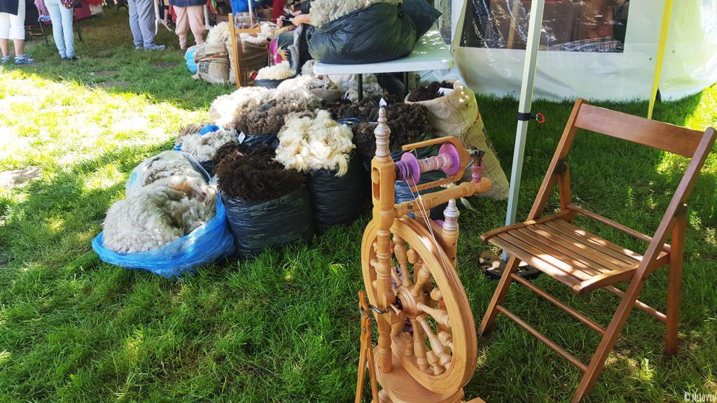 marche-rouet-festival-fibrophiles-des-fibres-aux-fils-bretagne-laine-tricot-moutons-mclovinnotwar-mclovin
