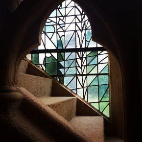 Photo Instagram de vitrail contemporain à l'intérieur de l'Abbaye Saint-Magloire de Léhon pour l'Instameet Dinan Léhon 2016