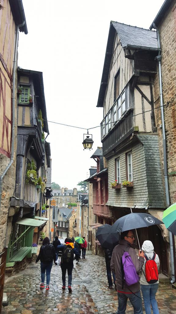 Descente de la rue du Jerzual à Dinan pour l'Instameet Dinan-Léhon 2016