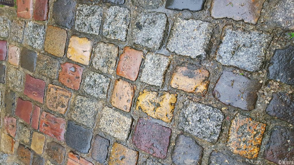 Les pavés mouillés de la rue du Jerzual à Dinan pour l'Instameet Dinan-Léhon 2016