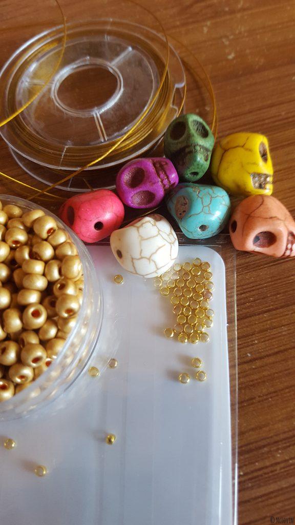 """Tout le matériel pour fabriquer les anneaux marqueurs pour tricot """"Día de muertos"""" de toutes les couleurs ! DIY"""