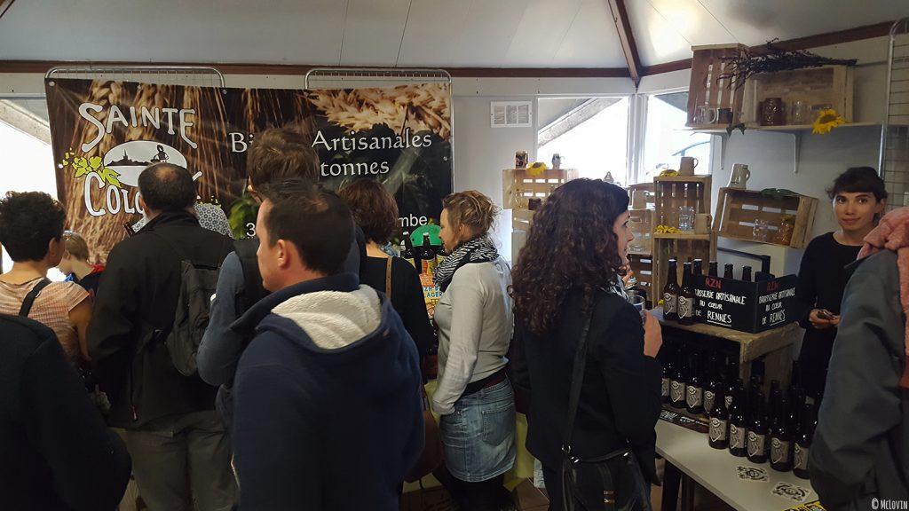 Intérieur de La P'tite Chope fête de la bière locale à Hédé-Bazouges en octobre 2016