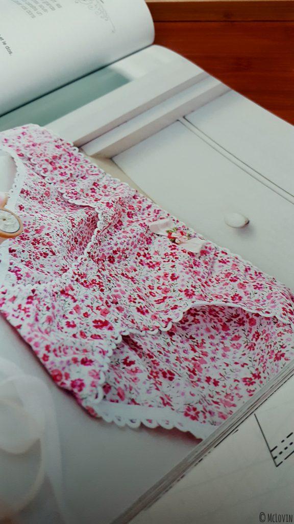 """La culotte """"Pique-nique champêtre"""" du livre de couture """"Coudre sa lingerie"""" de Katherine Sheers et Laura Stanford."""