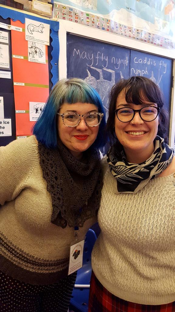 Karie Westermann aka Kariebookish et moi lors de l'atelier Understanding Shawl Design sur la construction de châles en dentelle lors de l'Edinburgh Yarn Festival 2018, festival de laine et de tricot d'Édimbourg en Écosse.