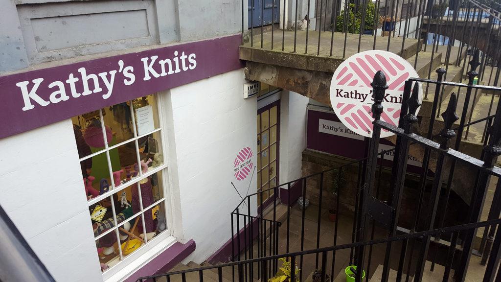 La devanture du magasin de laine et tricot Kathy's Knits à Edimbourg en Ecosse.