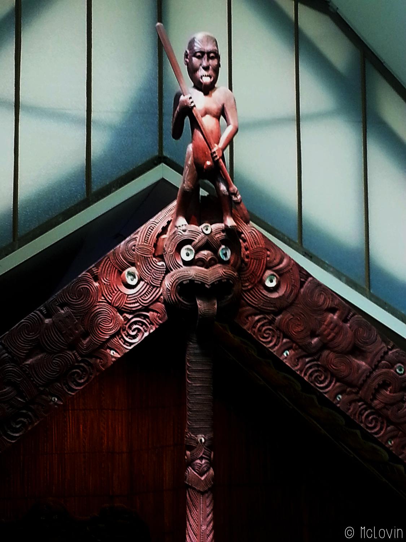 Sculpture faitière de Rauru le wharenui maori du Musée d'ethnologie d'Hambourg