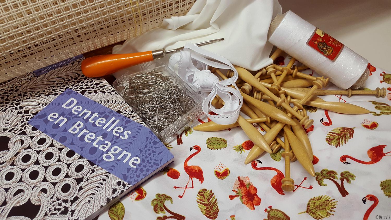 Matériel de travaux manuels / DIY acheté à Ecolaines à Rennes pour faire de la couture, de la dentelle aux fuseaux et un tapis au point noué.