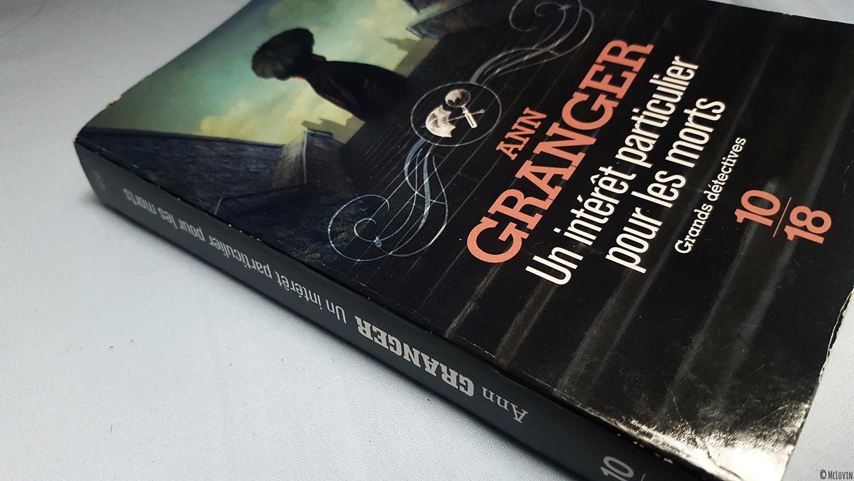 """La couverture du livre """"Un intérêt particulier pour les morts"""" d'Ann Granger collection Grands détectives chez 10/18."""